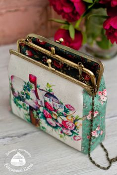 Inspiration. Diy Bags Purses, Diy Purse, Purses And Handbags, Coin Purse Wallet, Pouch, Coin Purses, Frame Purse, Craft Bags, Purse Patterns