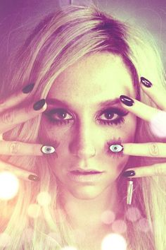 Kesha! Love love love (  music and the nails:)