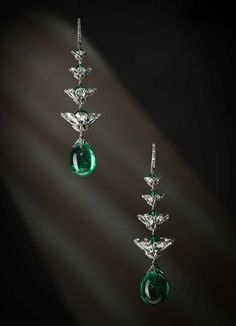 Viren Bhagat, earrings made of Colombian emeralds and diamonds - The French Jewelry Post by Sandrine Merle