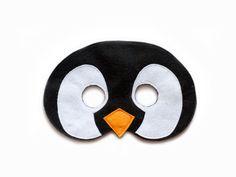 Hecho a mano fieltro lindo pingüino máscara, máscara inspirada pingüinos de Madagascar. Máscara animal ártica del pingüino. Máscaras son ideales para Halloween, carnavales y fiestas de disfraces. También, es una divertida parte de juegos de simulación, vestido-ups y juegos imaginativos. Es