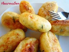Albóndigas de Bacalao (Thermomix) Spanish Dishes, Spanish Tapas, Fish Recipes, Appetizer Recipes, Healthy Recipes, Appetizers, Western Food, Sandwiches, Kitchen Recipes