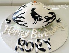 AFL Football cake Collingwood Magpies by Three Blind Moose Specialty Cakes, Korumburra