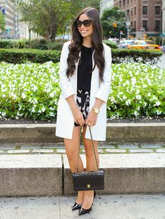 upper-east-side street style: white coat, black top, black pointed heels, patterned shoes, quilted cross bag and sunglasses. Dinner Date Outfits, Black Pointed Heels, Girl Fashion, Fashion Looks, Fashion Beauty, Mode Chic, City Chic, Autumn Winter Fashion, Hot