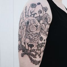 A selection of the beautiful tattoos of American artist Pony Reinhardt, based in Portland, inspired by nature, animals and ancient engravings. Some pretty and Bunny Tattoos, Rabbit Tattoos, Animal Tattoos, Natur Tattoo Arm, Natur Tattoos, New Tattoos, Tattoos For Guys, Cool Tattoos, Nature Tattoo Sleeve
