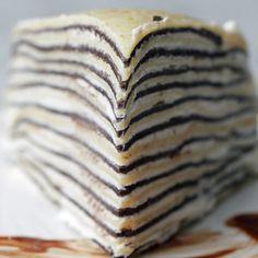 Deze pannenkoekentaart ziet er misschien ingewikkeld uit, maar is eigenlijk poepsimpelén overheerlijk! Dit heb je nodig alle ingrediënten om pannenkoeken te maken. Het recept van Jeroen Meus is de perfecte basis. Hoe meer pannenkoeken je maakt, hoe hoger je taart wordt! cacaopoeder slagroom poedersuiker Aan de slag Meng het beslag voor de pannenkoeken Zorg ervoor … Continued