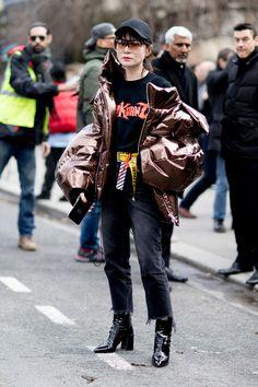 Paris Fashion Week Fall 2017 Street Style Day 8 - The Impression