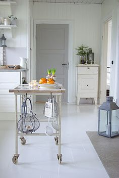 kitchen--love the clean, non cluttered space