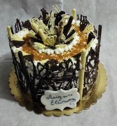 Per il compleanno di mia nipote Eleonora, chiffon cake con crema alla nocciola, crema chantilly, croccante di nocciole, decorazioni in cioccolato bianco e fondente