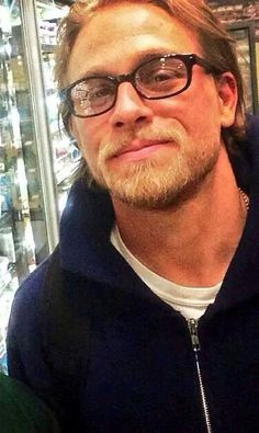OMG Charlie Hunnam in glasses <3