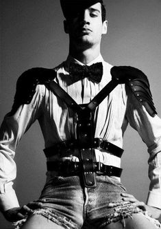 Pinterest, no date. This is an interesting example of how dandyism suiting styles and bondage styles combine. Queer Fashion, Fetish Fashion, Fashion Art, Editorial Fashion, High Fashion, Mens Fashion, Fashion Outfits, Fashion Design, Mode Masculine