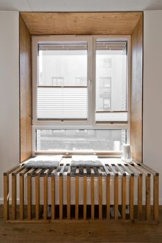 Hier ist ein genauerer Blick auf die einmalige Frame-Erweiterung, eine Reihe von dünnen Latten, die sowohl ästhetischen Abdeckung für den Kühler sowie einer kleinen Fenster Sitzbank bieten.