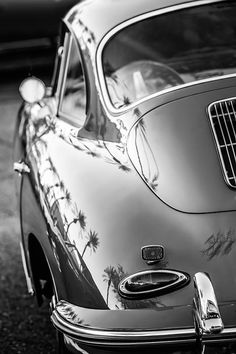 The Porsche 911 is a truly a race car you can drive on the street. It's distinctive Porsche styling is backed up by incredible race car performance. Ferdinand Porsche, Porsche Sports Car, Porsche Cars, Porsche Models, Retro Cars, Vintage Cars, Vintage Sports Cars, Carros Porsche, Carros Retro
