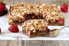 Chocolate-Strawberry Crumble Bars (paleo, grain-free, gluten-free, dairy-free) by #livinghealthywithchocolate