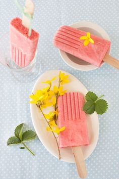 Homemade popsicles can be one of the healthiest summer indulgences. Here are some great recipes to get you started!