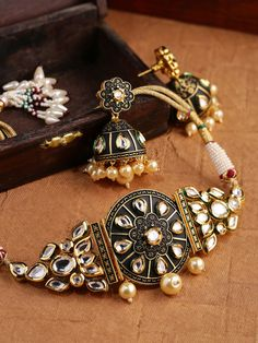 DHRUVI by Zaveri Pearls Antique Gold-Toned Kundan Jewellery Set with Pearl Drops