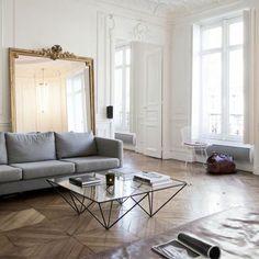 Amazing Parisian Chic Apartment Decor Ideas - Home Design Boho Apartment, Chic Apartment Decor, Apartment Living, French Apartment, French Interior Design, Home Interior, Interior Design Inspiration, Flat Interior, Interior Colors