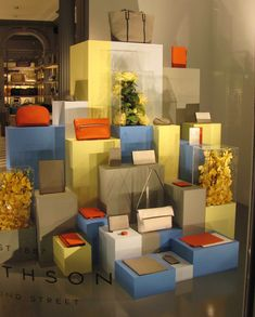 VM | Retail Design | Accessories VM | Visual Merchandising | Smythson, London