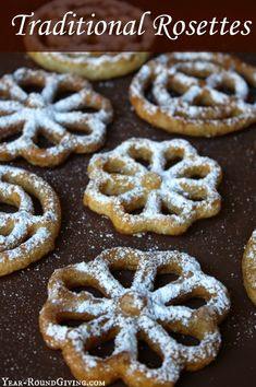 Traditional Rosettes are fun to make and taste like a funnel cake but lighter. Traditional Rosettes are fun to make and taste like a funnel cake but lighter. Making Rosettes takes a little practice. Rosettes Cookie Recipe, Rosette Recipe, Rosette Cookies, Cupcakes, Cupcake Cookies, Köstliche Desserts, Delicious Desserts, Yummy Food, Holiday Baking