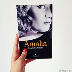 """""""Amalia"""" è un nome che racconta di posti lontani. Amalia è un'attrice ed una nonna molto affettuosa. Ma nasconde un segreto… Reading, Movie Posters, Daily Journal, Film Poster, Word Reading, Reading Books, Libros, Film Posters"""