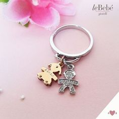 L'anello componibile di leBebé gioielli, impreziosito da una cascata di mini. Per avere i tuoi bimbi sempre con te :) I cindoli bimbo e bimba sono personalizzabili e disponibili in oro bianco, giallo, rosa e pavé. Scopri tutti i dettagliwww.lebebe.eu #fieradiesseremamma #lebebé #gioielli #anelli