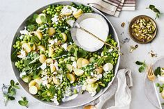 Potato, pea and mint salad with creamy yoghurt dressing ( i am swapping zucchini balls instead of the potato to make it keto ! Creamy Pasta Salads, Creamy Potato Salad, Easy Pasta Salad, Easy Salads, Summer Salads, Healthy Salads, Healthy Food, Summer Food, Christmas Salad Recipes