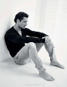 Fotografías a blanco y negro del top inglés David Gandy formam parte de la edición de Octubre de GQ Turquía