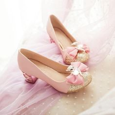 If your foot is a little width Or fat. Glitter High Heels, Glitter Shoes, Black High Heels, Glitter Lipstick, Pink Glitter, Kid Shoes, Girls Shoes, Shoes Heels, Pink Shoelaces