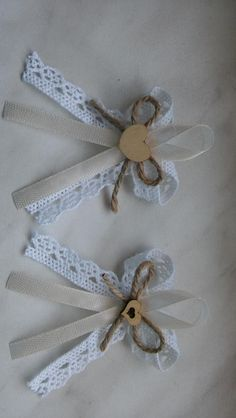 Burlap Bows, Ribbon Bows, Handmade Flowers, Diy Flowers, Crafts Beautiful, Heart Crafts, Party Favor Bags, Ribbon Embroidery, How To Make Bows
