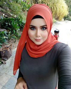 Most Beautiful Eyes, Beautiful Hijab, Sexy Romantic Ideas, Muslim Fashion, Hijab Fashion, Moslem, Beautiful Muslim Women, Hijab Chic, Hijab Niqab