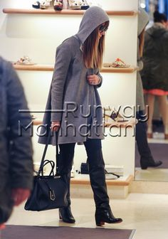 Jessica Biel out for a walk and shopping in London - Feb 19, 2013 - Photo: Runway Manhattan/Bauer-Griffin
