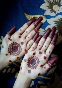Are you looking for easy mehndi designs for eid that you can try at home? We have collected some of the simple and elegant look mehndi designs for you. Henna Hand Designs, Circle Mehndi Designs, Mehndi Designs Finger, Mehndi Designs Book, Stylish Mehndi Designs, Mehndi Designs For Beginners, Mehndi Designs For Girls, Mehndi Design Pictures, Wedding Mehndi Designs