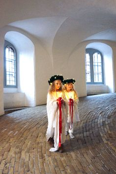 Enfants Terribles Magazine Issue 1 - The Lucia Issue. Absolutely stunning photos of little girls wearing pompom crowns in The Round Tower of Copenhagen + lussekatter recipe (Feast of St. Danish Christmas, Scandinavian Christmas, Christmas Holidays, White Christmas, Swedish Christmas Traditions, Advent, Santa Lucia Day, Elf Cosplay, Sainte Lucie