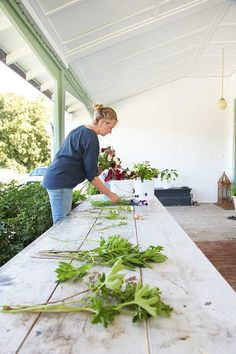 From backyard hobby to florist farmer: Jackie Hunter's blossoming business Backyard Blooms - thisNZlife Growing Flowers, Cut Flowers, Planting Flowers, Cut Flower Garden, Cut Garden, Flower Gardening, Flower Truck, Flower Farmer, Market Garden