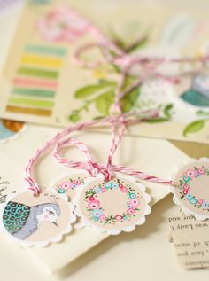 snail mail from lily moon -- lovely round tags // etiquetas redondas pintadas a mano