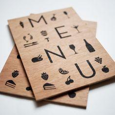 Illustration et mise en page pour un menu - séraphie sur bois. Contactez-moi si vous souhaitez un projet personnalisé. Yohann Jacob : Graphiste Designer Freelance