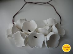 Delflen Debroux of Operation DIY blog has written an excellent tutorial plus photos to make this beautiful necklace.