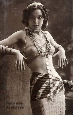 RUBIA ACESSÓRIOS Unmarked postcard. Victorian and Edwardian nudes. Salome Productions is pleased…