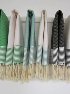 Set of 2 Guest towel solid with thin stripes, by Scents and Feel - Scents and Feel on Taigan