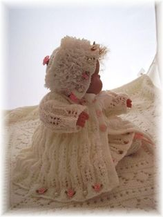 KNIT Patterns .... BEAUTIFUL free doll and/or small baby (0 to 6 mos) patterns! ... for these I think I may need to learn to knit (more than my knowledge of K1P2 lol)