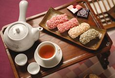 Korean traditional sweets and cookies(한과)