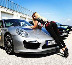 Des jolies filles et des Porsche - Page 289 - PHOTOS - Boxster Cayman 911 (Porsche) Porsche Models, Porsche Cars, Porsche 356, Sexy Cars, Hot Cars, Moto Biker, Ferrari, Sexy Autos, Car Poses