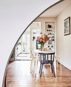 Tanja Kovacevic, the founder of jewellery label Petite Grand, invites us into her home, a charming Sydney terrace filled with eclectic, vintage wares and furniture. New York City Apartment, Apartment Living, Incredible Kids, Palm Springs Style, Australian Christmas, Cosy Corner, Interior Stylist, Mid Century House, Cozy Living