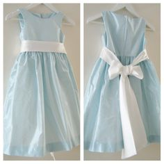 It's blue with a ivory bow. A classic flowergirl dress for a wedding. www.ruthscouture.nl