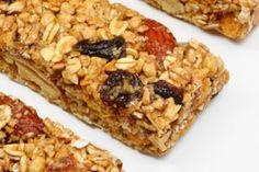 Receta para preparar en tu casa barras de cereal caseras, un alimento ligero, saludable y muy práctico.