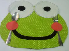 It can help children who have problems with food and appetite 😉 - Handcrafted 2019 Frog Crafts, Diy And Crafts, Crafts For Kids, Table Runner And Placemats, Quilted Table Runners, Sewing Hacks, Sewing Crafts, Sewing Projects, Mug Rugs