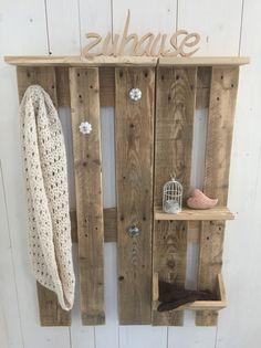 garderobe aus euro paletten palettenm bel palette wandgarderobe pailettenm bel. Black Bedroom Furniture Sets. Home Design Ideas