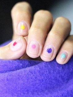 Stunning Minimalist Nail Art Ideas To Try Like Right Now Negative space and tiny nail art ideas for you to try at your next manicure.Negative space and tiny nail art ideas for you to try at your next manicure. Spring Nail Art, Spring Nails, Winter Nails, Nail Art Designs, Simple Nail Designs, Nails Design, Minimalist Nails, Hair And Nails, My Nails