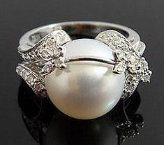 Dear future husband, I want this! Pearl wedding ring<3 I'm in love!