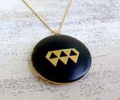 Triangle Messing Medaillon mattschwarz an Kette von MiMaMeise ♥  auf DaWanda.com