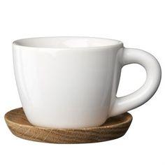 Diese neue Espressotasse von Höganäs Keramik besticht durch ihren charakteristischen Henkel und die weichen Formen der Tassen. Lieferung inklusive Untersetzer aus Holz.